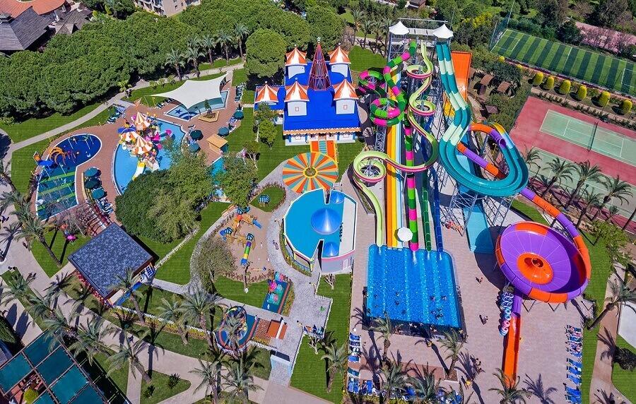 Посети некој од најголемите забавни паркови на вода